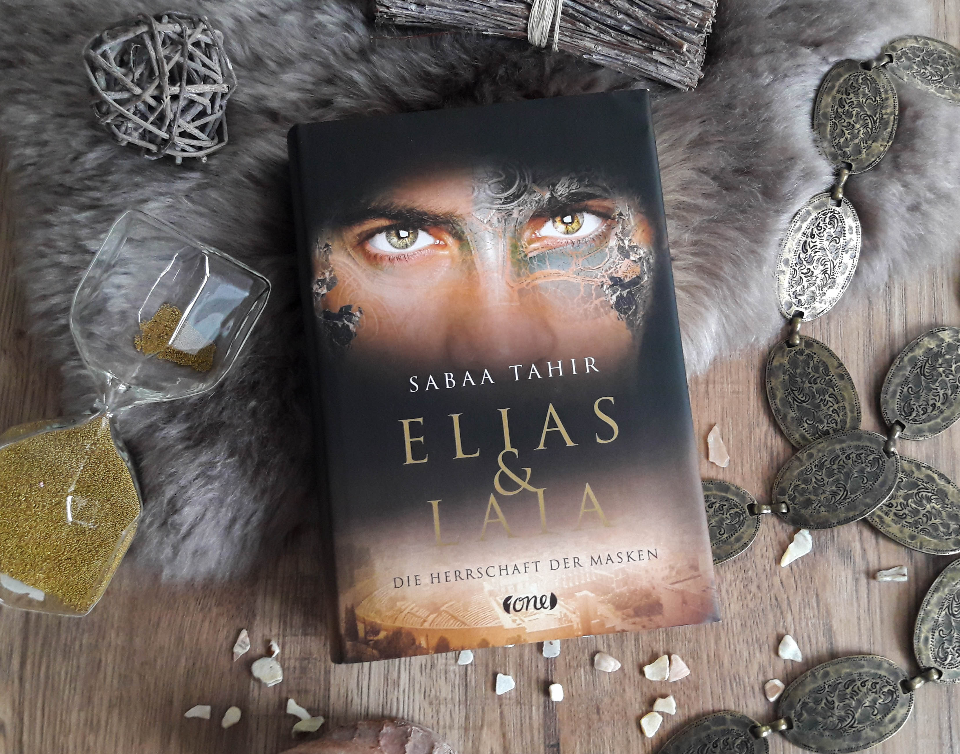 Elias und Laia: Die Herrschaft der Masken – Sabaa Tahir graphic