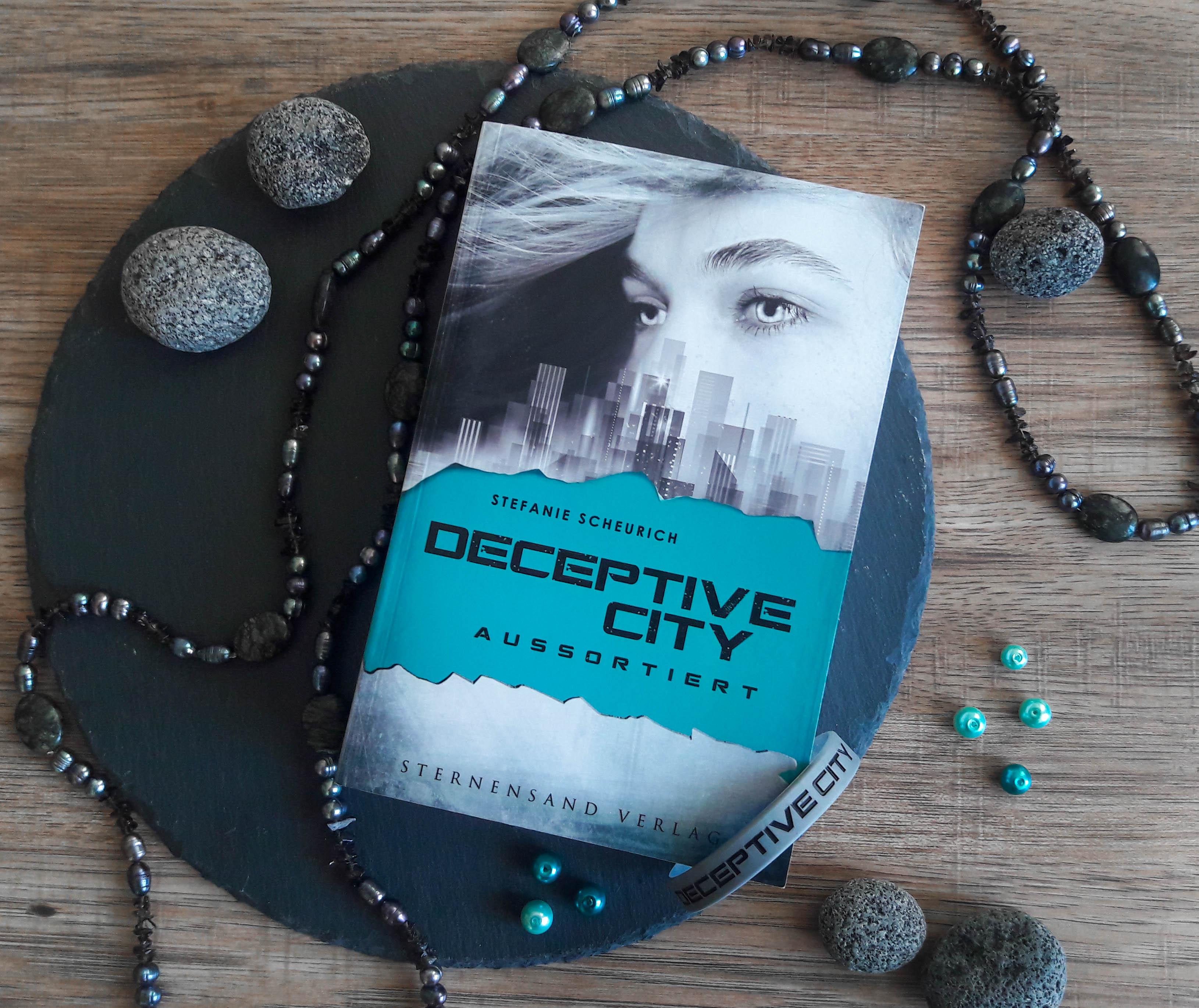 Deceptive City: Aussortiert – Stefanie Scheurich graphic
