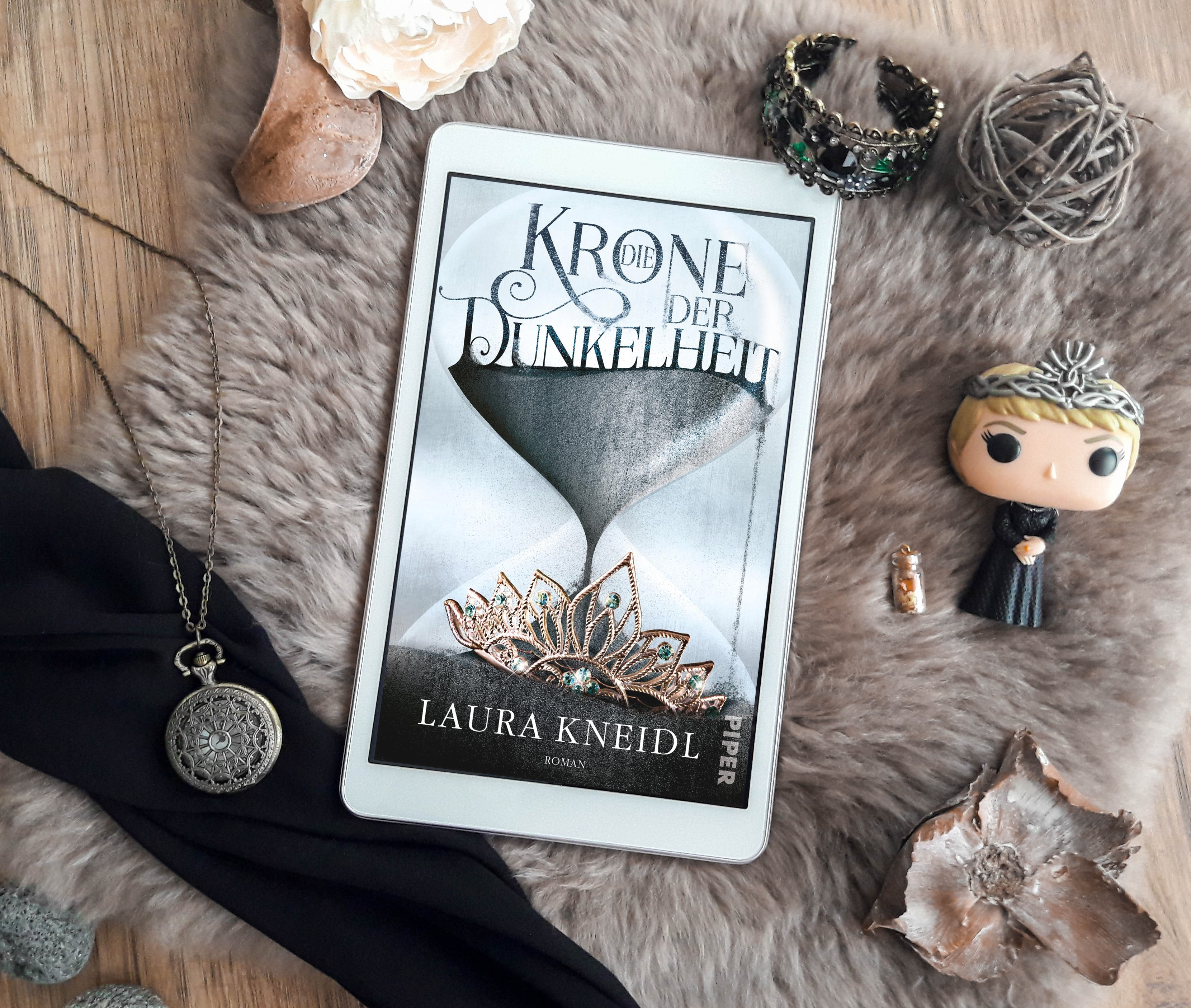 Die Krone der Dunkelheit – Laura Kneidl graphic